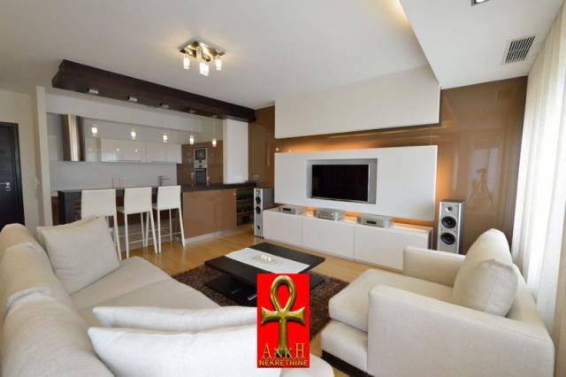 Stan 104m² Novi Beograd