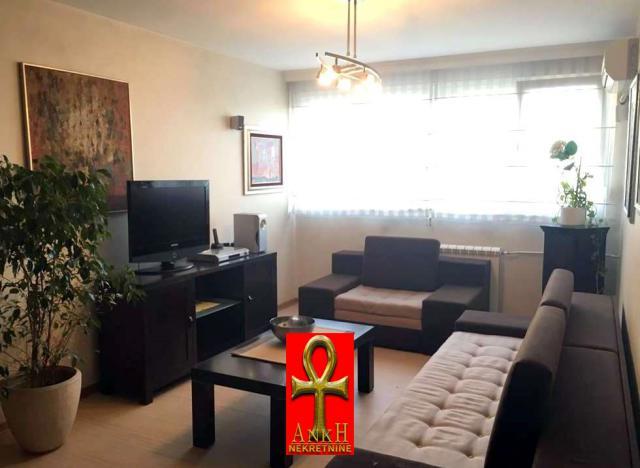 Stan 70m² Novi Beograd
