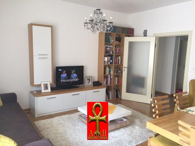 Stan 77m² Novi Beograd